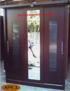 Almari Minimalis Tiga Pintu