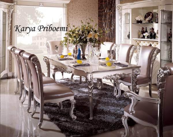 Meja Makan Laiya